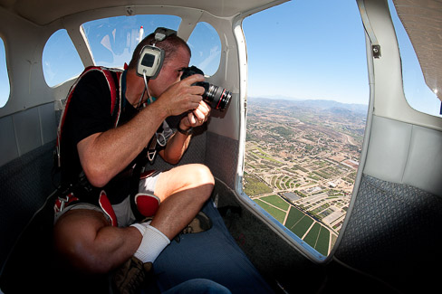 Doing some aerial photography, photo by Mike Johnson / Earthwindow.com.