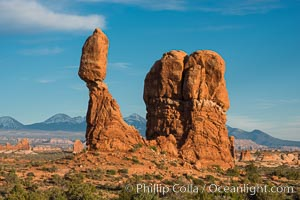 Balanced Rock, Arches National Park. Balanced Rock, Arches National Park, Utah, USA, natural history stock photograph, photo id 29308
