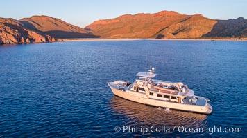 Boat Ambar, Isla Espiritu Santo, Sunrise
