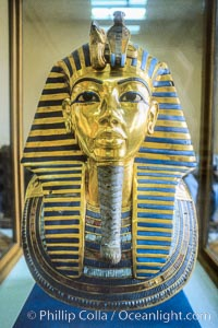 Burial mask of King Tutankhamen, Egyptian Museum. Cairo, Egypt, natural history stock photograph, photo id 18497