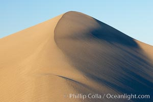 Sand Dunes, California.  Near Stovepipe Wells lies a region of sand dunes, some of them hundreds of feet tall. Stovepipe Wells, Death Valley National Park, California, USA, natural history stock photograph, photo id 15589