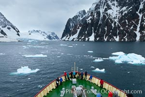M/V Polar Star approaches Risting Glacier at the end of Drygalski Fjord