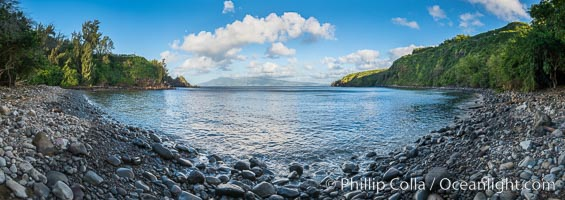Honolua Bay in West Maui with Molokai in the distance, Maui, Hawaii