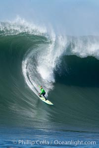 Zach Wormhoudt in heat four, Wormhoudt would advance to the semis, Mavericks surf contest, February 7, 2006. Mavericks, Half Moon Bay, California, USA, natural history stock photograph, photo id 15310