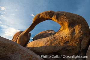 Mobius Arch, sunrise, Alabama Hills Recreational Area