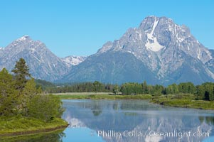 Mount Moran rises above the Snake River at Oxbow Bend. Oxbow Bend, Grand Teton National Park, Wyoming, USA, natural history stock photograph, photo id 13030