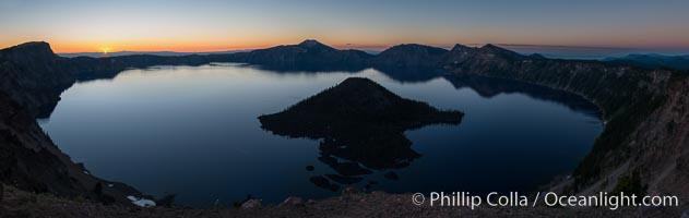 Panoramic picture of Crater Lake at dawn, sunrise, morning, panorama of Crater Lake National Park