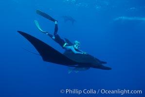 Manta ray and freediver. San Benedicto Island (Islas Revillagigedos), Baja California, Mexico, Manta birostris, natural history stock photograph, photo id 02477