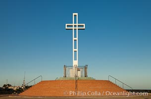 The Mount Soledad Cross, a landmark in La Jolla, California. The Mount Soledad Cross is a 29-foot-tall cross erected in 1954. La Jolla, California, USA, natural history stock photograph, photo id 26553
