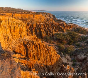 Torrey Pines Cliffs and Pacific Ocean, Razor Point view to La Jolla, San Diego, California, Torrey Pines State Reserve