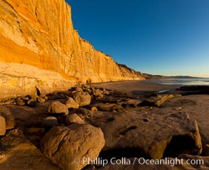 Torrey Pines State Beach, sandstone cliffs rise above the beach at Torrey Pines State Reserve. Torrey Pines State Reserve, San Diego, California, USA, natural history stock photograph, photo id 27250
