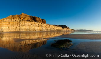 Beautiful sunset on Torrey Pines State Beach, Torrey Pines State Reserve, San Diego, California