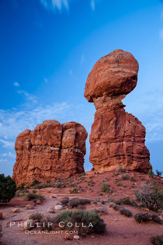 Balanced Rock, a narrow sandstone tower, appears poised to topple. Arches National Park, Utah, USA, natural history stock photograph, photo id 27836