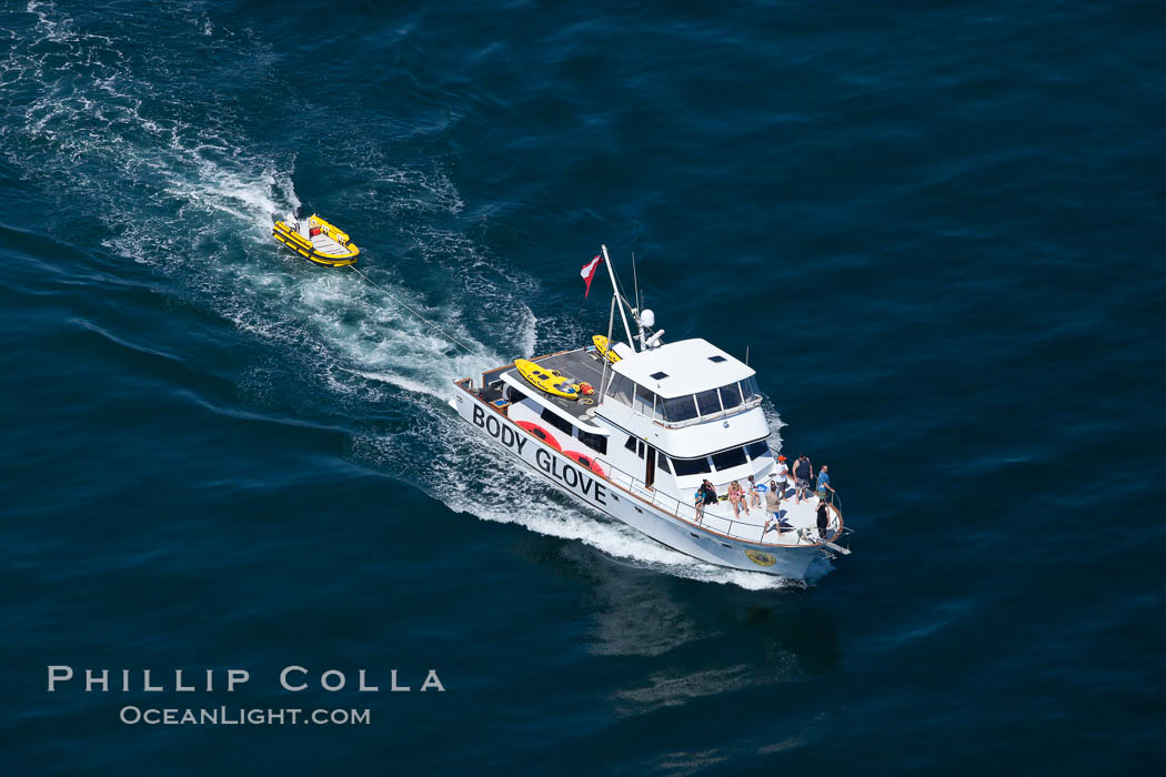 Body Glove boat motoring over the ocean. Redondo Beach, California, USA, natural history stock photograph, photo id 26032