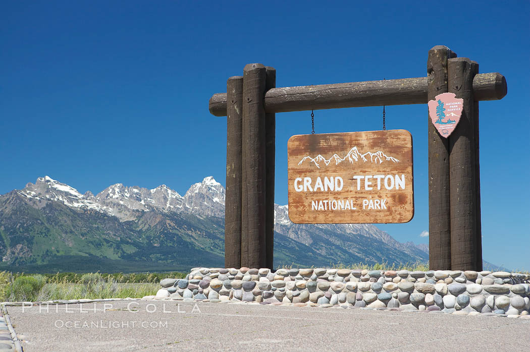 Sign at the south entrance to Grand Teton National Park. Grand Teton National Park, Wyoming, USA, natural history stock photograph, photo id 13013