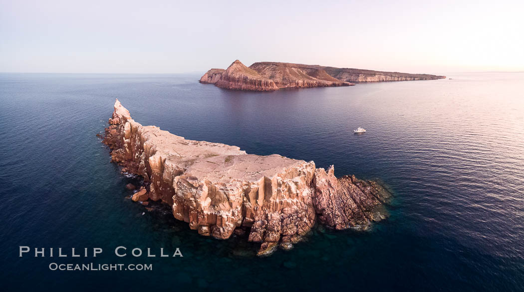 Los Islotes and Isla Partida, the northern part of Archipelago Espiritu Santo, Sea of Cortez, Aerial Photo. Islotes is famous for its friendly colony of California sea lions. Baja California, Mexico, natural history stock photograph, photo id 32402