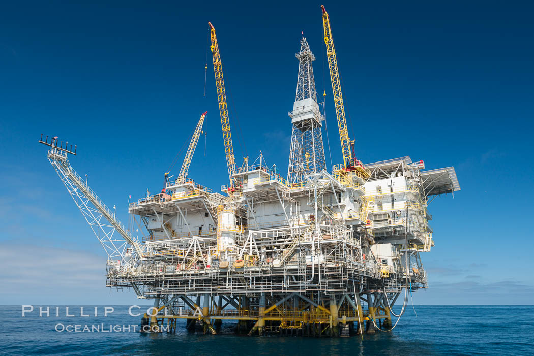 Oil Rig Eureka, 8.5 miles off Long Beach, California, lies in 720' of water. USA, natural history stock photograph, photo id 31093