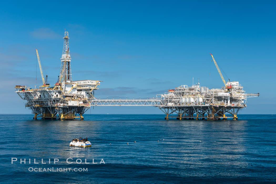 California Offshore Oil Platforms : Scuba diving beneath oil rigs eureka ellen and elly in