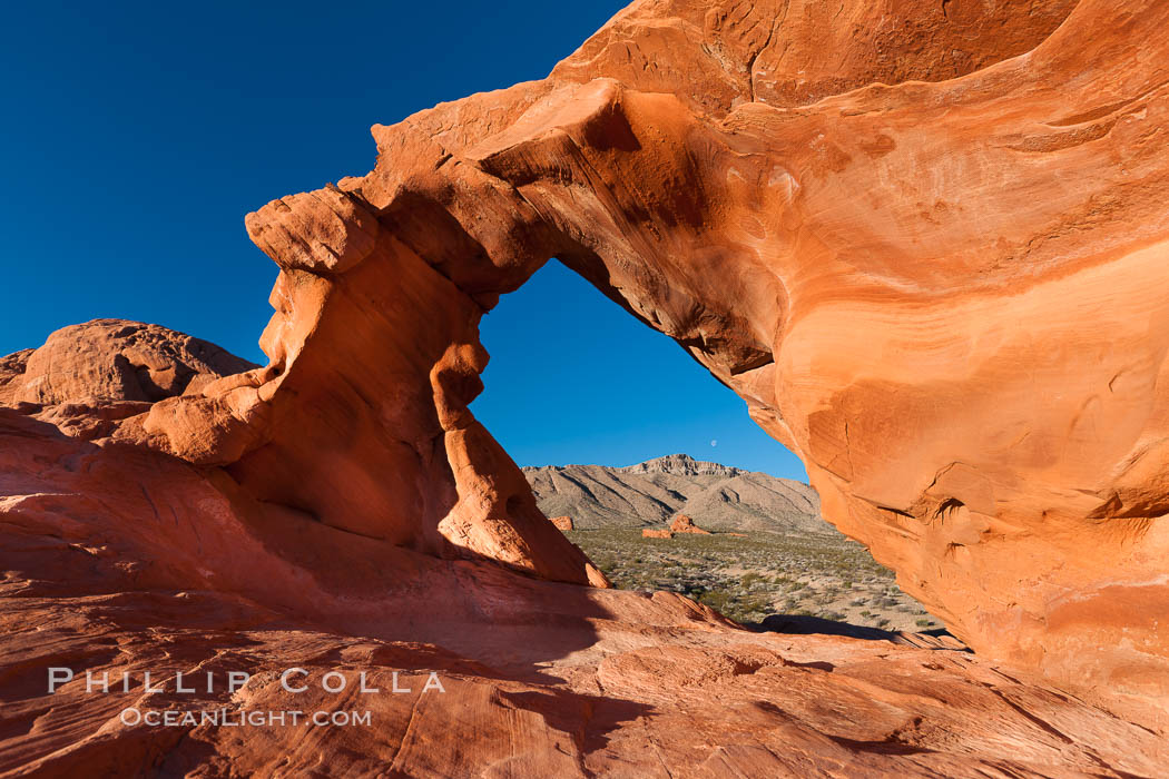 Natural arch formed in sandstone. Valley of Fire State Park, Nevada, USA, natural history stock photograph, photo id 26472