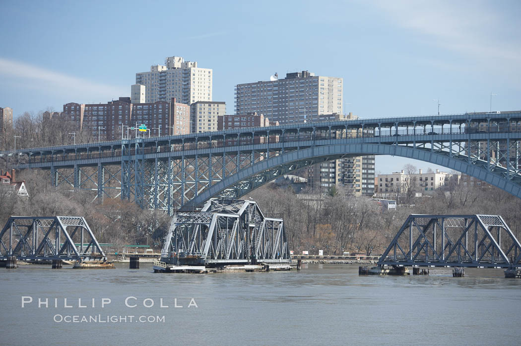 Spuyten Duyvil Swing Bridge (foreground) and Henry Hudson Bridge (background).  The Spuyten Duyvil Bridge is a swing bridge that carries Amtrak's Empire Corridor line across the Spuyten Duyvil Creek between Manhattan and the Bronx, in New York City. The bridge is located at the point where Spuyten Duyvil Creek and the Hudson River meet. USA, natural history stock photograph, photo id 11149