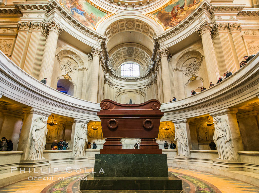 Tomb of Napolean Bonaparte in Les Invalides. Les Invalides, officially known as L'Hotel national des Invalides (The National Residence of the Invalids), is a complex of buildings in the 7th arrondissement of Paris, France, containing museums and monuments, all relating to the military history of France, as well as a hospital and a retirement home for war veterans, the building's original purpose, Hotel National des Invalides