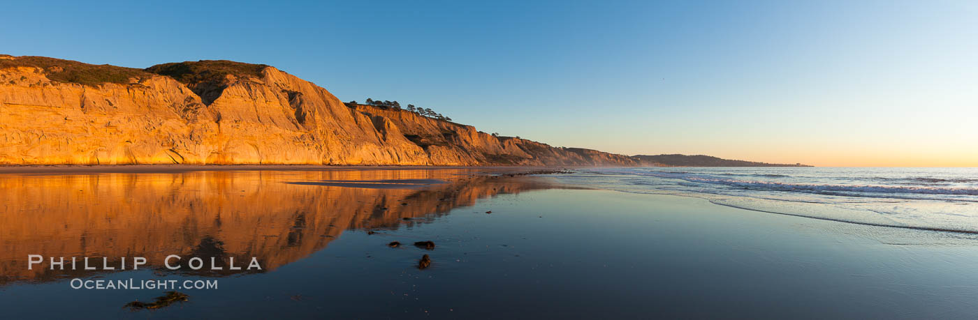 Torrey Pines State Beach, sandstone cliffs rise above the beach at Torrey Pines State Reserve. San Diego, California, USA, natural history stock photograph, photo id 27247