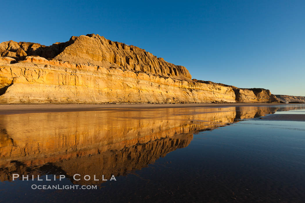 Torrey Pines State Beach, sandstone cliffs rise above the beach at Torrey Pines State Reserve. Torrey Pines State Reserve, San Diego, California, USA, natural history stock photograph, photo id 27251