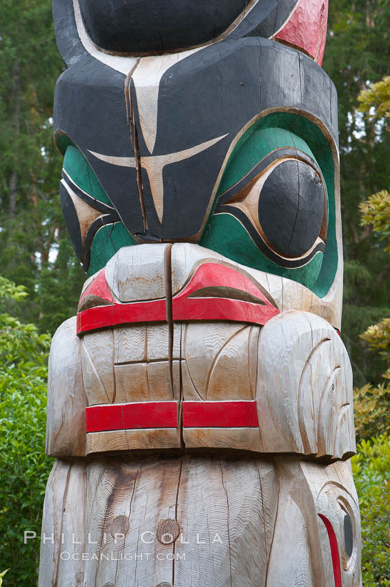 Totem pole. Butchart Gardens, Victoria, British Columbia, Canada, natural history stock photograph, photo id 21130
