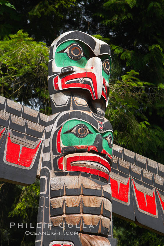 Totem pole. Capilano Suspension Bridge, Vancouver, British Columbia, Canada, natural history stock photograph, photo id 21162