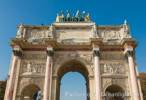 Arc de Triomphe du Carrousel. The Arc de Triomphe du Carrousel is a triumphal arch in Paris, located in the Place du Carrousel on the site of the former Tuileries Palace. It was built between 1806 and 1808 to commemorate Napoleon's military victories of the previous year