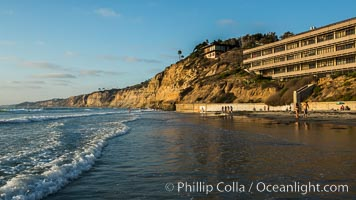Black's Beach sea cliffs, sunset, looking north from Scripps Pier with Torrey Pines State Reserve in the distance, Scripps Institution of Oceanography, La Jolla, California