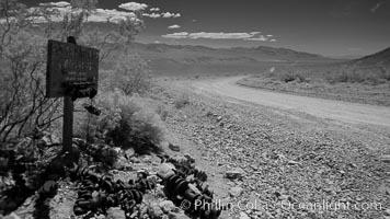 Crankshaft junction. Death Valley National Park, California, USA, natural history stock photograph, photo id 25336