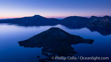 Crater Lake and Wizard Island at sunrise, Crater Lake National Park, Oregon