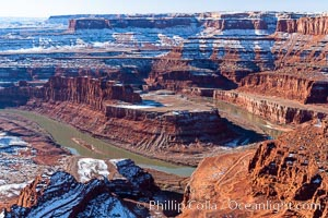 Dead Horse Point Overlook, with the Colorado River flowing 2,000 feet below.  300 million years of erosion has carved the expansive canyons, cliffs and walls below and surrounding Deadhorse Point. Deadhorse Point State Park, Utah, USA, natural history stock photograph, photo id 18092