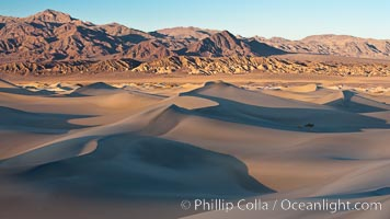 Sand Dunes and the Grapevine Mountains, California.  Near Stovepipe Wells lies a region of sand dunes, some of them hundreds of feet tall. Stovepipe Wells, Death Valley National Park, California, USA, natural history stock photograph, photo id 15636