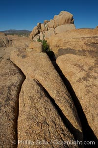 Joints and bolders in the rock formations of Joshua Tree National Park. Joshua Tree National Park, California, USA, natural history stock photograph, photo id 11975