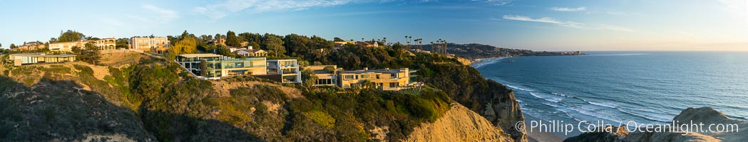 La Jolla homes overlooking the Pacific Ocean, above Black's Beach