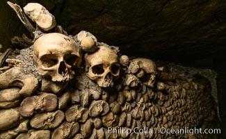 Les Catacombes de Paris, skulls and bones beneath the city of Paris. Paris, France, natural history stock photograph, photo id 35606