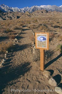 Sign marking the trail to Mobius Arch in the Alabama Hills. Alabama Hills Recreational Area, California, USA, natural history stock photograph, photo id 21752