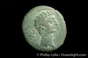 Roman emperor Augustus (27 B.C.-14 A.D.), depicted on ancient Roman coin (bronze, denom/type: AE18) (AE 18, VF; Provincial, Mysia, Parium.)