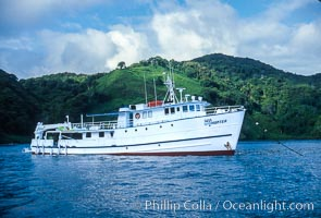 Boat Sea Hunter at Cocos Island, Cocos Island, copyright Phillip Colla Natural History Photography, www.oceanlight.com, image #03275, all rights reserved worldwide.