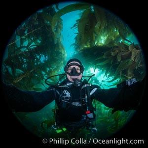 Selfie, giant kelp forest, Catalina Island, Macrocystis pyrifera