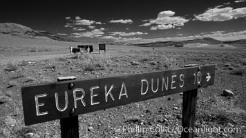 Sign to Eureka Dunes and Eureka Valley. Death Valley National Park, California, USA, natural history stock photograph, photo id 25390