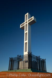 The Mount Soledad Cross, a landmark in La Jolla, California. The Mount Soledad Cross is a 29-foot-tall cross erected in 1954. USA, natural history stock photograph, photo id 26548