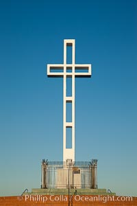 The Mount Soledad Cross, a landmark in La Jolla, California. The Mount Soledad Cross is a 29-foot-tall cross erected in 1954. La Jolla, California, USA, natural history stock photograph, photo id 26552