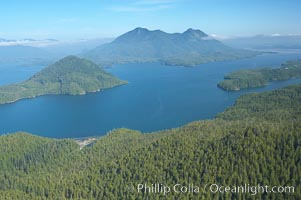 Flores Island (foreground) and Clayoquot Sound, aerial photo, near Tofino on the west coast of Vancouver Island. Tofino, British Columbia, Canada, natural history stock photograph, photo id 21099