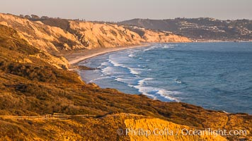 Black's Beach and Torrey Pines Cliffs and Pacific Ocean, Razor Point view to La Jolla, San Diego, California, Torrey Pines State Reserve