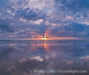 Beautiful sunset on Torrey Pines State Beach, Torrey Pines State Reserve, San Diego, California