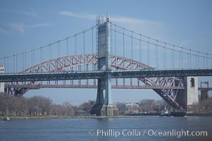 Triborough Bridge (front) and Hell Gate Bridge (behind), linking Queens and Manhattan, New York City