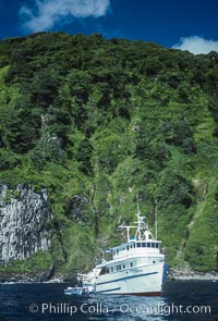 Dive boat Undersea Hunter at Cocos Island